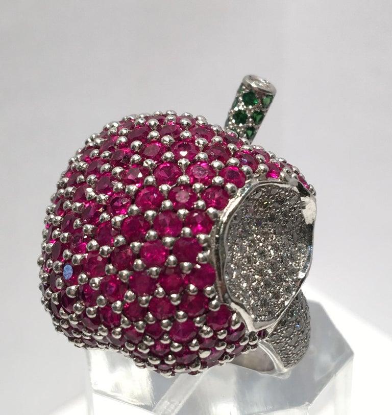 5 Carats Ruby Diamond 18 Karat Gold New York, New York Big Apple Cocktail Ring For Sale 4
