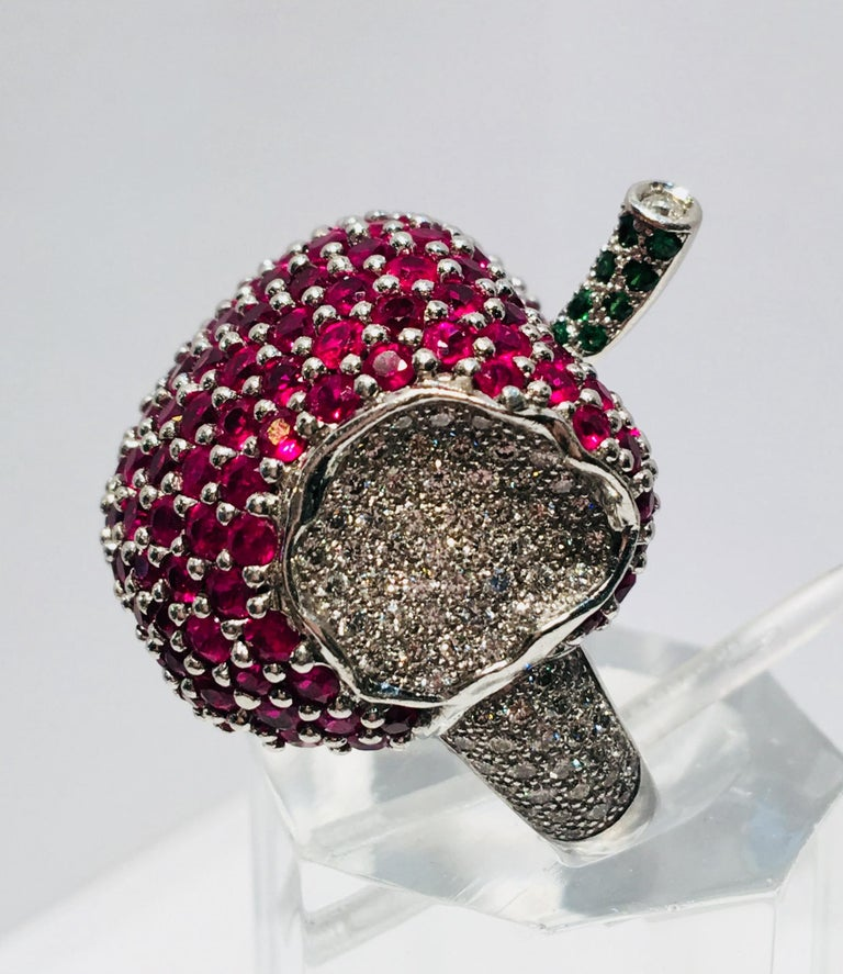 5 Carats Ruby Diamond 18 Karat Gold New York, New York Big Apple Cocktail Ring For Sale 7