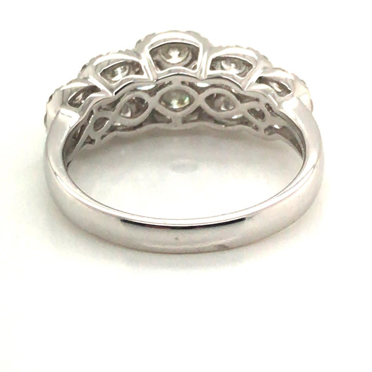 Round Cut 5-Circle Shape Diamond Fashion Ring For Sale