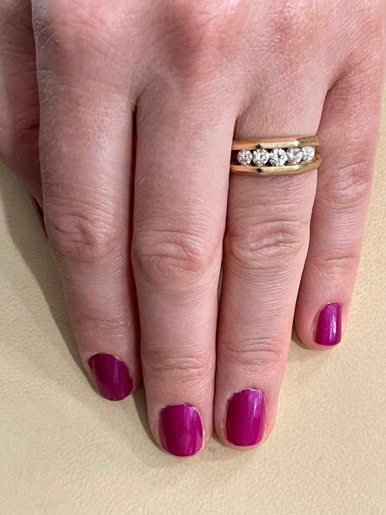 5 Diamonds, 1 Carat Unisex 1-Row Diamond Band Ring in 14 Karat Yellow Gold For Sale 5