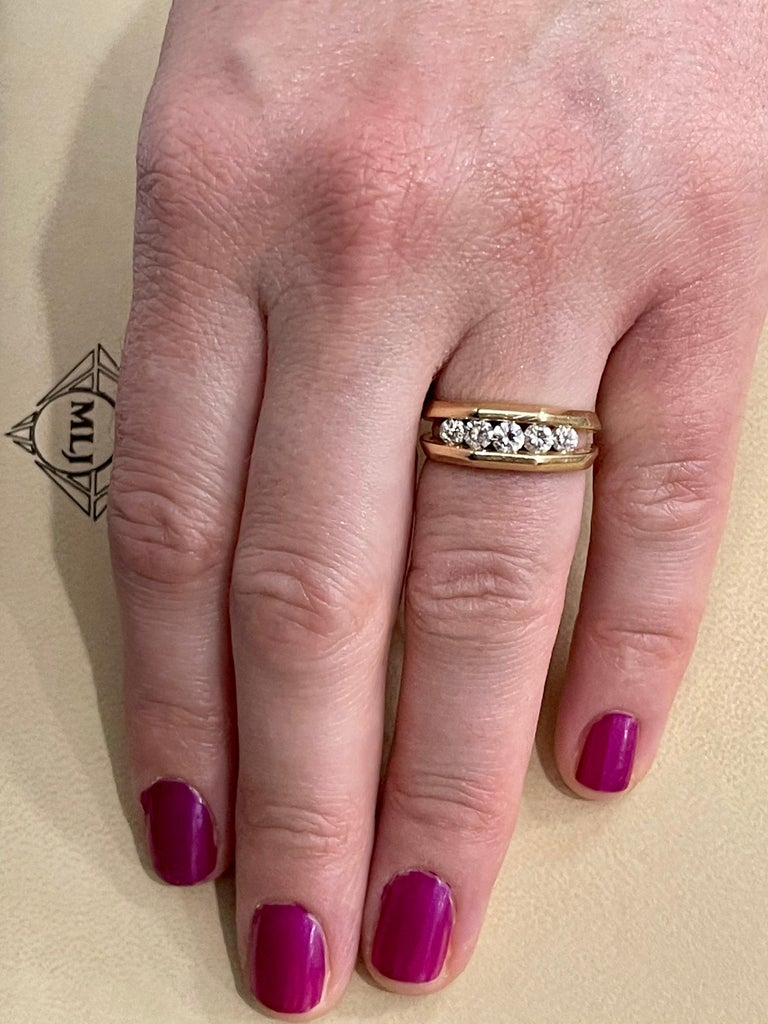 5 Diamonds, 1 Carat Unisex 1-Row Diamond Band Ring in 14 Karat Yellow Gold For Sale 7