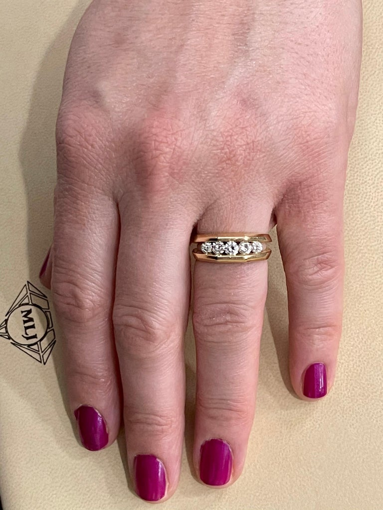 5 Diamonds, 1 Carat Unisex 1-Row Diamond Band Ring in 14 Karat Yellow Gold For Sale 8