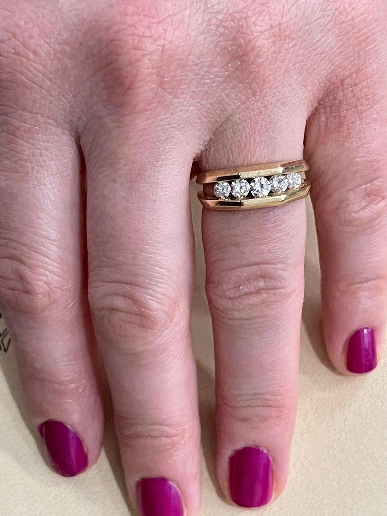 5 Diamonds, 1 Carat Unisex 1-Row Diamond Band Ring in 14 Karat Yellow Gold For Sale 9