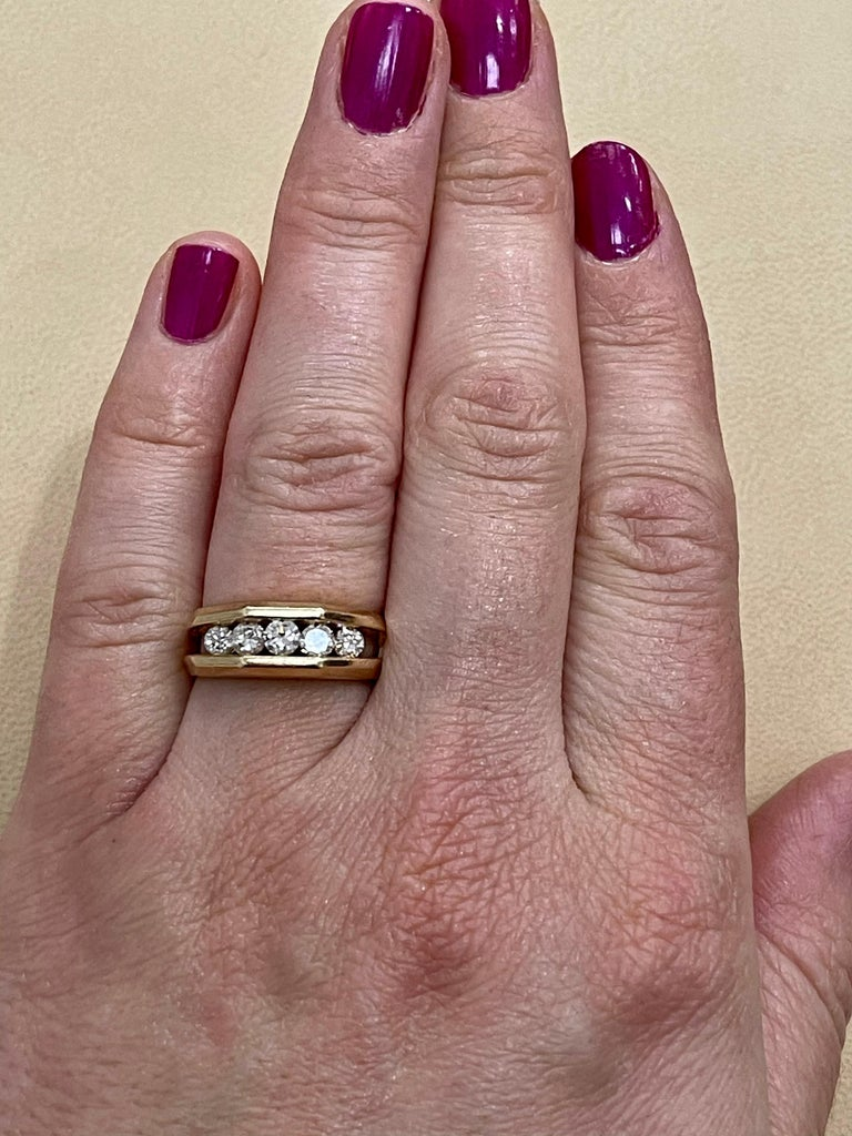 5 Diamonds, 1 Carat Unisex 1-Row Diamond Band Ring in 14 Karat Yellow Gold For Sale 10
