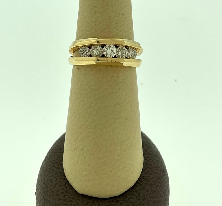5 Diamonds, 1 Carat Unisex 1-Row Diamond Band Ring in 14 Karat Yellow Gold In Excellent Condition For Sale In Scarsdale, NY