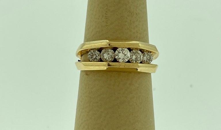 5 Diamonds, 1 Carat Unisex 1-Row Diamond Band Ring in 14 Karat Yellow Gold For Sale 1