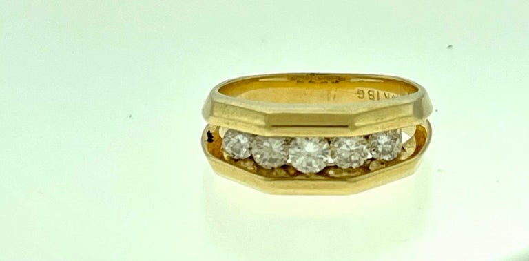 5 Diamonds, 1 Carat Unisex 1-Row Diamond Band Ring in 14 Karat Yellow Gold For Sale 2
