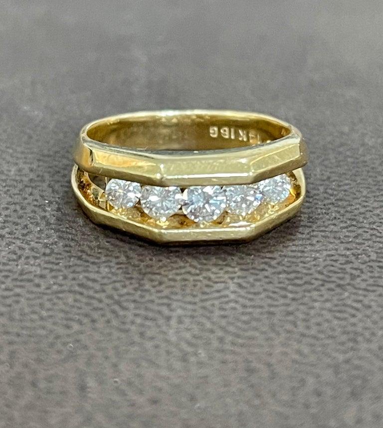 5 Diamonds, 1 Carat Unisex 1-Row Diamond Band Ring in 14 Karat Yellow Gold For Sale 3