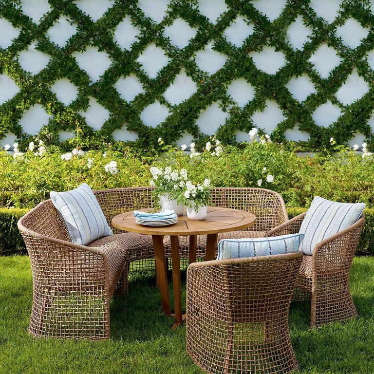 Contemporary 5-Piece Outdoor Dining Set in Woven Naturally Finished Wicker and Teak Wood For Sale