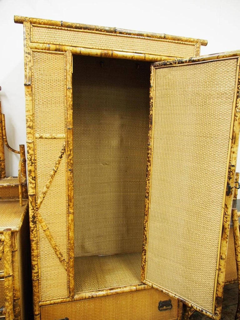 Five-Piece Bamboo and Rattan Bedroom Suite, circa 1890 For Sale 7