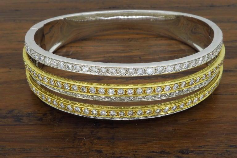 Round Cut 5.00 Carat Diamond Bangle Bracelet For Sale