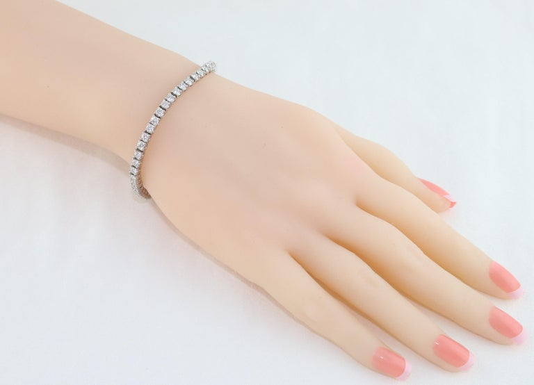 Contemporary 5.00 Carat Diamond Gold Tennis Bracelet For Sale