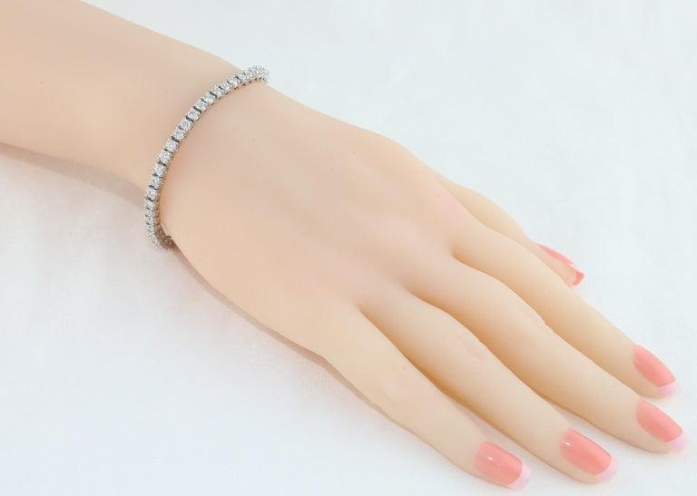 Round Cut 5.00 Carat Diamond Gold Tennis Bracelet For Sale