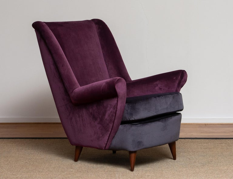 50's Lounge / Easy Chair in Magenta by Designed Gio Ponti for ISA Bergamo, Italy For Sale 4