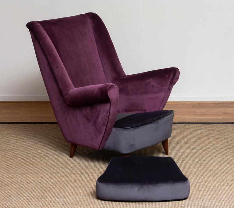50's Lounge / Easy Chair in Magenta by Designed Gio Ponti for ISA Bergamo, Italy For Sale 5