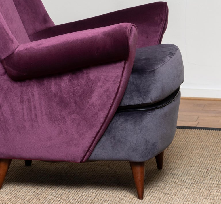 50's Lounge / Easy Chair in Magenta by Designed Gio Ponti for ISA Bergamo, Italy In Excellent Condition For Sale In Silvolde, Gelderland