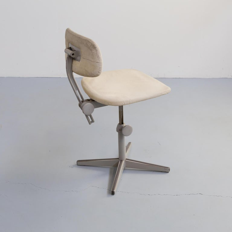 1950s Metal Writing Desk with Chair for Lips For Sale 10