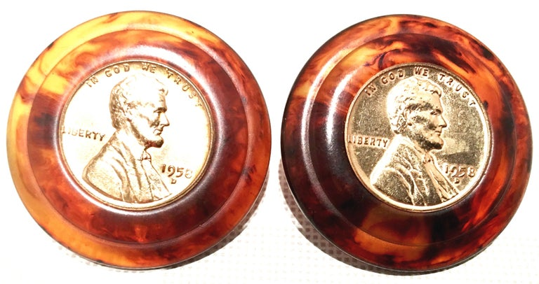 50'S Pair Bakelite Faux Tortoise 1958 US Lincoln Penny Coin Earrings By, Bergere In Good Condition For Sale In West Palm Beach, FL