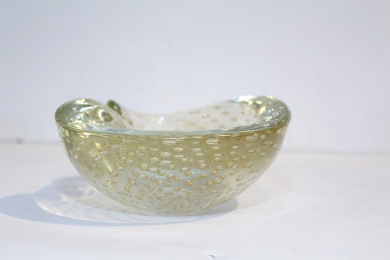 Italian 1950s Seguso Murano Glass Gold Dusted Kidney Shaped Bowl with Controlled Bubbles For Sale