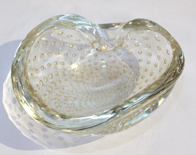 1950s Seguso Murano Glass Gold Dusted Kidney Shaped Bowl with Controlled Bubbles For Sale 1