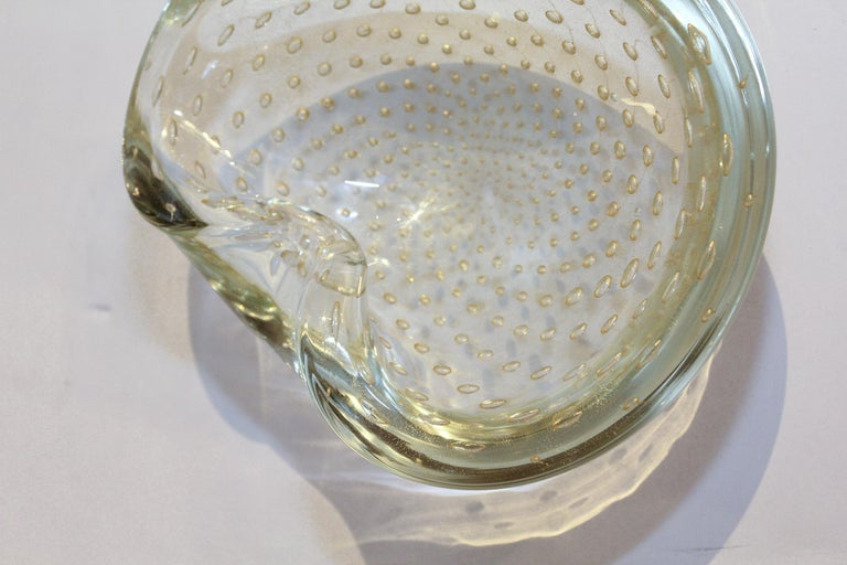 1950s Seguso Murano Glass Gold Dusted Kidney Shaped Bowl with Controlled Bubbles For Sale 2