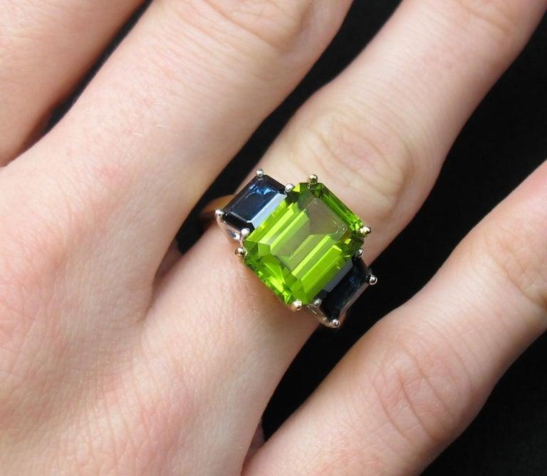 5.12 Carat Peridot and Sapphire White and Yellow Gold 3-Stone Cocktail Ring For Sale 4