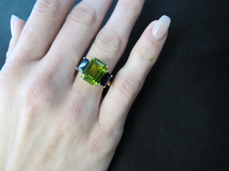 5.12 Carat Peridot and Sapphire White and Yellow Gold 3-Stone Cocktail Ring For Sale 5