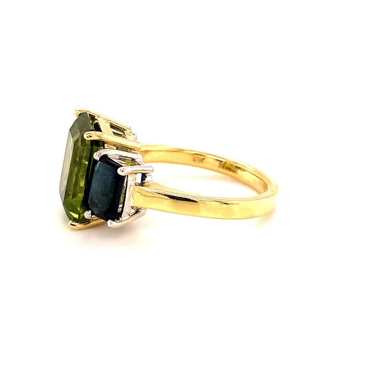 5.12 Carat Peridot and Sapphire White and Yellow Gold 3-Stone Cocktail Ring For Sale 1