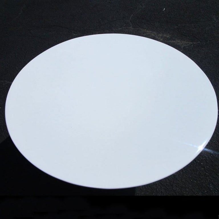 Round Sculptural Dining Table in the Style of Eero Aarnio In Good Condition For Sale In Pasadena, TX