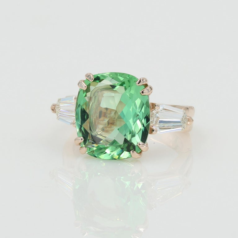 Contemporary 5.22 Carat Green Beryl and Diamond Ring in Rose Gold For Sale
