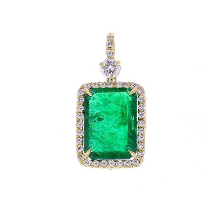 Contemporary 5.23 Carat Radiant Cut Emerald and Diamond Pendant in 18 Karat Yellow Gold
