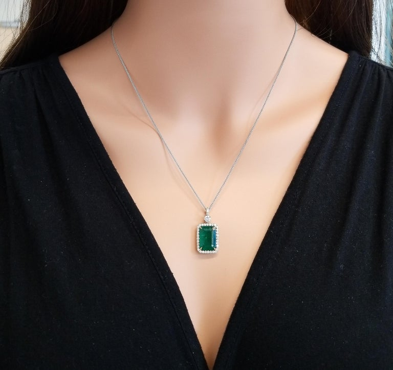 5.23 Carat Radiant Cut Emerald and Diamond Pendant in 18 Karat Yellow Gold In New Condition In Chicago, IL
