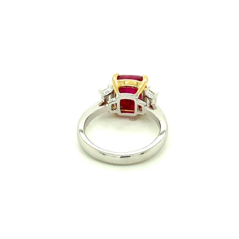 5.28 Carat Burmese Red Spinel Sugarloaf and White Diamond Gold Engagement Ring For Sale 1