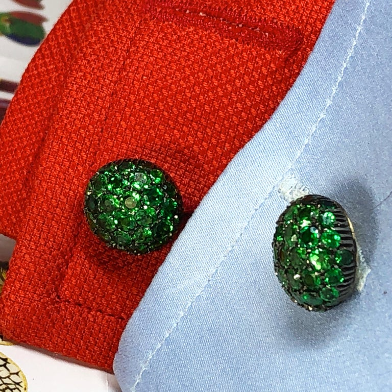 5.28 Carat Tsavorite 18Kt Black Yellow Gold Rock Crystal Baton Back Cufflinks For Sale 4