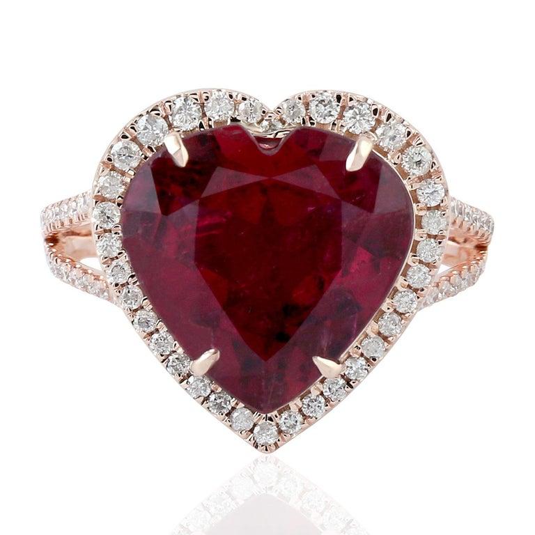 Modern 5.3 Carat Rubellite Diamond 18 Karat Gold Heart Ring For Sale