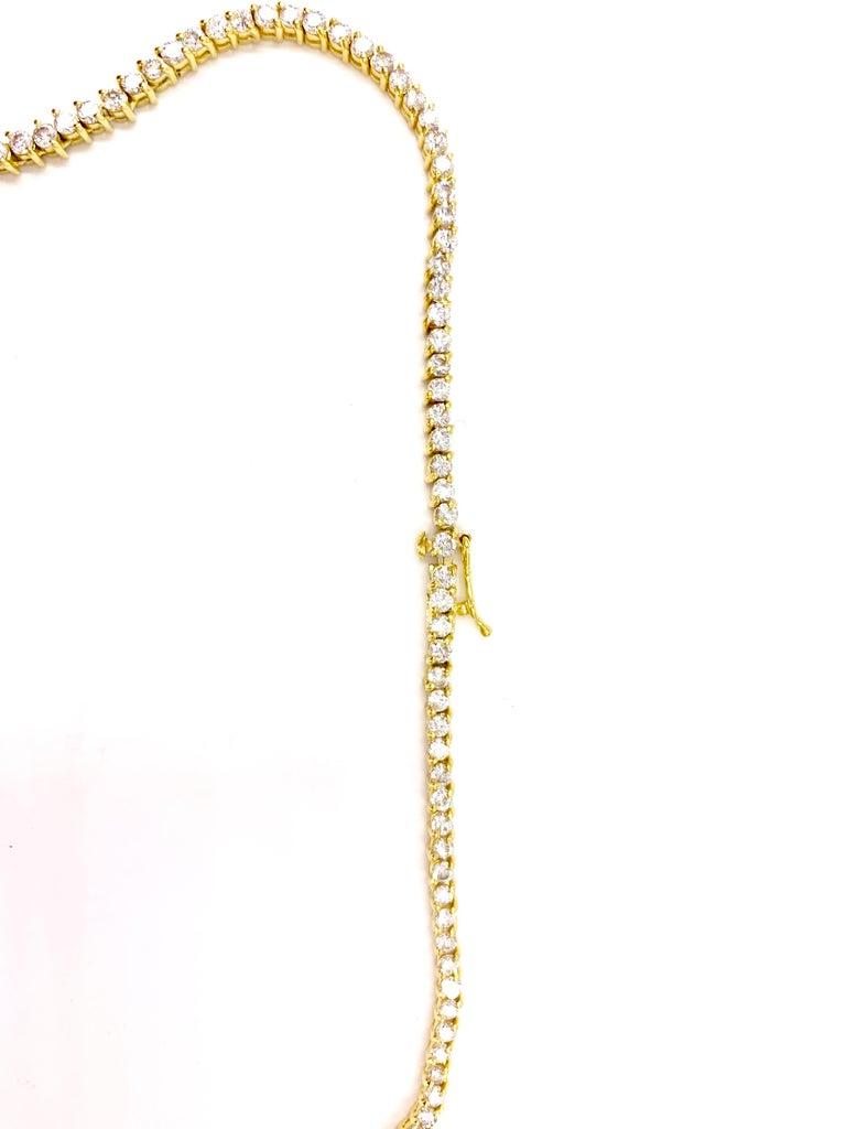 Contemporary 5.30 Carat TW Diamond Tennis Necklace 18 Karat Gold For Sale