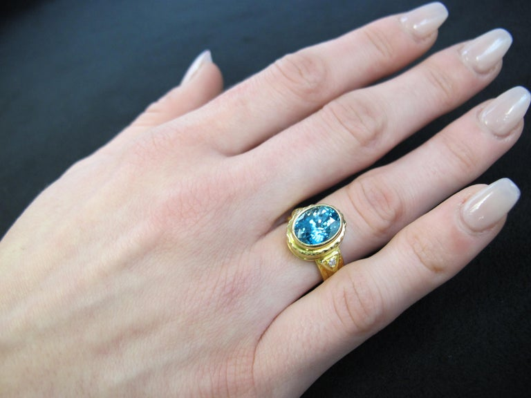 5.34 ct. Blue Zircon, Diamond 18k Yellow Gold Bezel Hand Engraved Signet Ring In New Condition For Sale In Los Angeles, CA