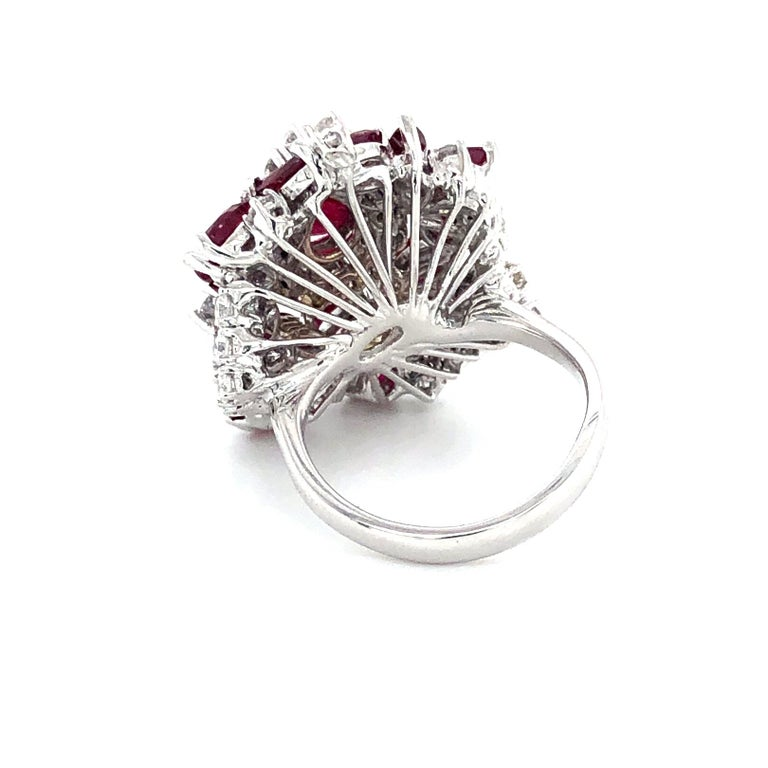 5.35 Carat Ruby and Diamonds Ring 18 Karat Gold In New Condition For Sale In Miami, FL