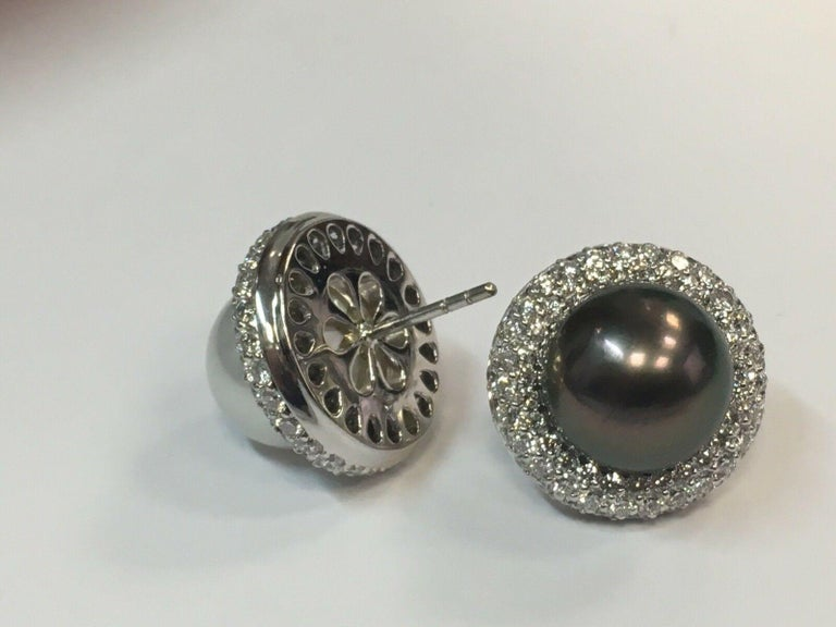 5.40 Carat Natural Diamond and Black Tahitian and South Sea Pearl Gold Earrings In Excellent Condition For Sale In Los Angeles, CA