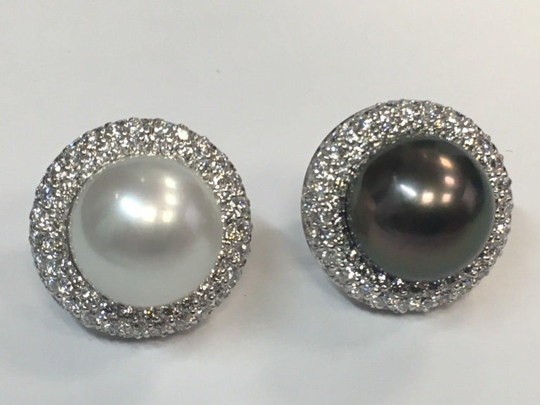 5.40 Carat Natural Diamond and Black Tahitian and South Sea Pearl Gold Earrings For Sale 4