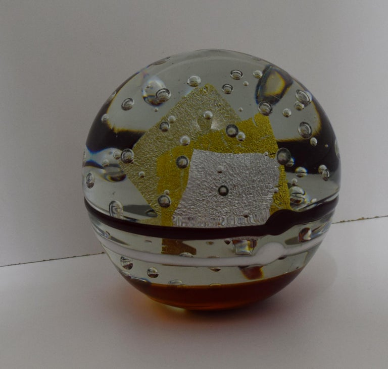 USA, 1980s large sphere glass tabletop or mantel (fireplace) sculpture by studio artist Robert L. Hamon. Hamon glass produced paperweights and on occasion would produce very large and heavy art glass pieces like paperweights, but in this size. In