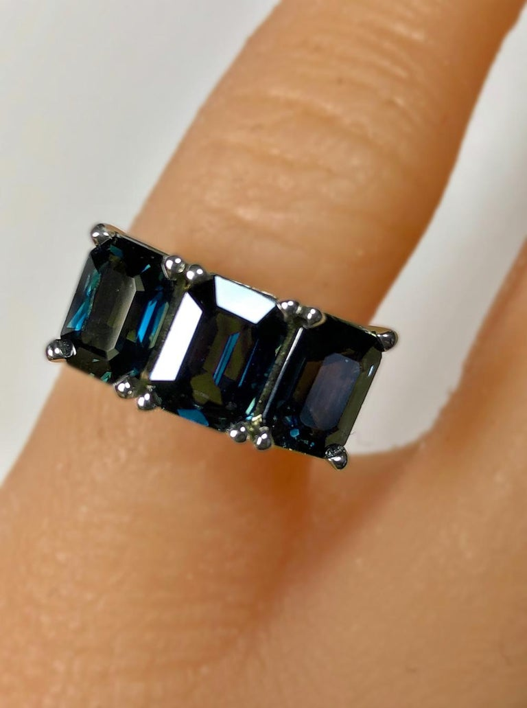 5.50 Carat Blue Natural Sapphire Three-Stone Wedding Ring White Gold In Excellent Condition For Sale In Brunswick, ME