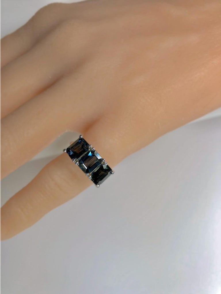 5.50 Carat Blue Natural Sapphire Three-Stone Wedding Ring White Gold For Sale 3