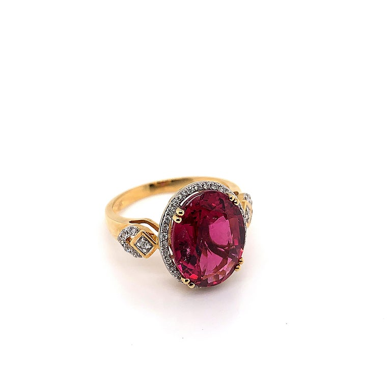5.54 Carat Oval Shaped Rubelite Ring in 18 Karat Yellow Gold with Diamonds In New Condition For Sale In Hong Kong, Kowloon