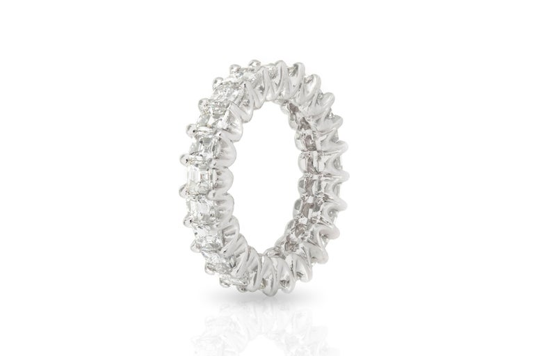 5.60 Carat Square Emerald Cut Diamond Eternity Band In Good Condition For Sale In New York, NY