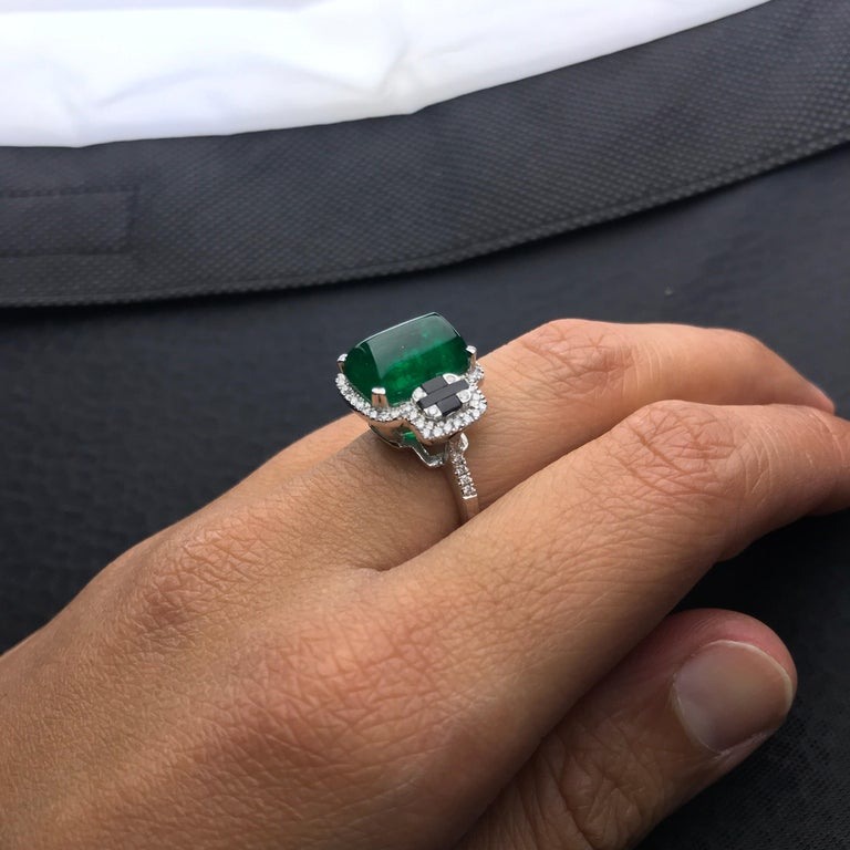 Women's 5.62 Carat Sugarloaf Shaped Emerald, Diamond and Black Onyx Cocktail Ring