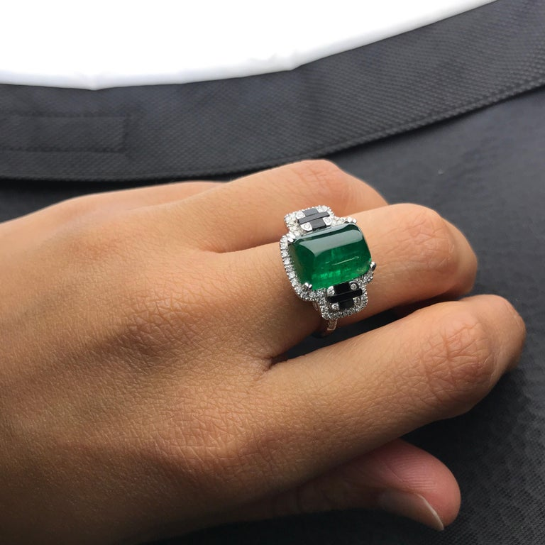 5.62 Carat Sugarloaf Shaped Emerald, Diamond and Black Onyx Cocktail Ring 1