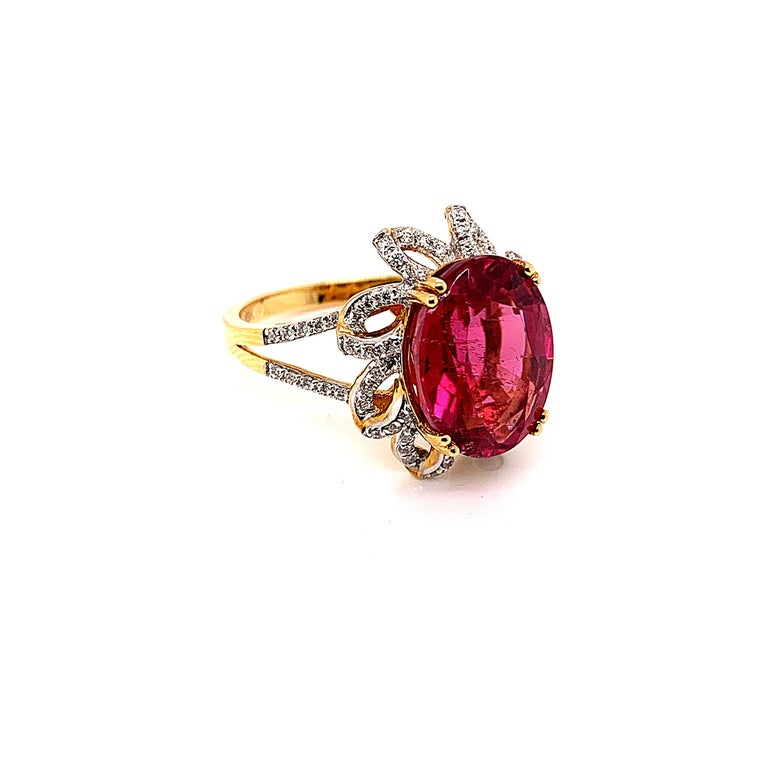Contemporary 5.69 Carat Oval Shaped Rubelite Ring in 18 Karat Yellow Gold with Diamonds For Sale