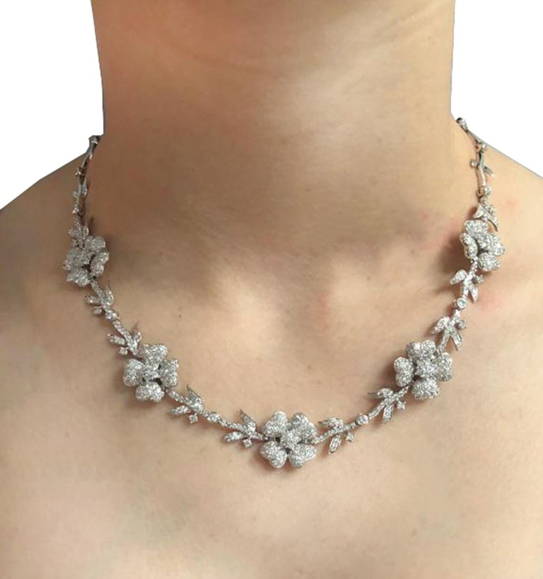 5.75 Carat Diamond Flower Necklace In Excellent Condition For Sale In Miami, FL
