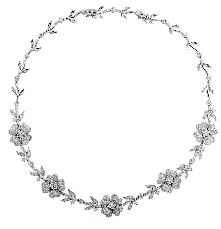 Women's 5.75 Carat Diamond Flower Necklace For Sale